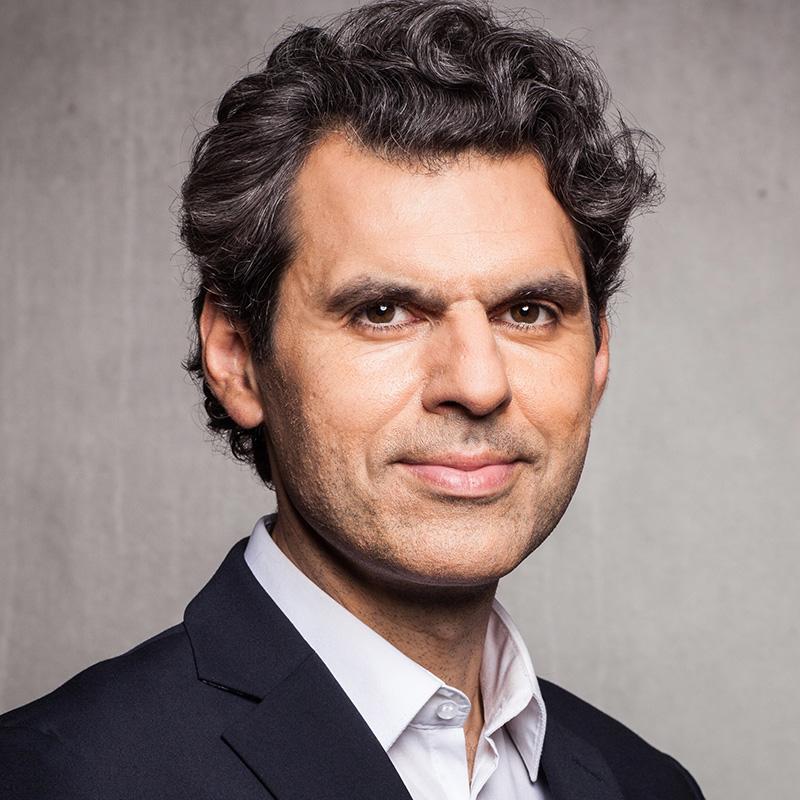 Moderator Ali Aslan